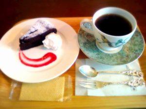 コーヒーとガトーショコラの写真
